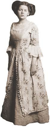 Zanimljivosti i biografije poznatih licnosti - Page 3 West_dress